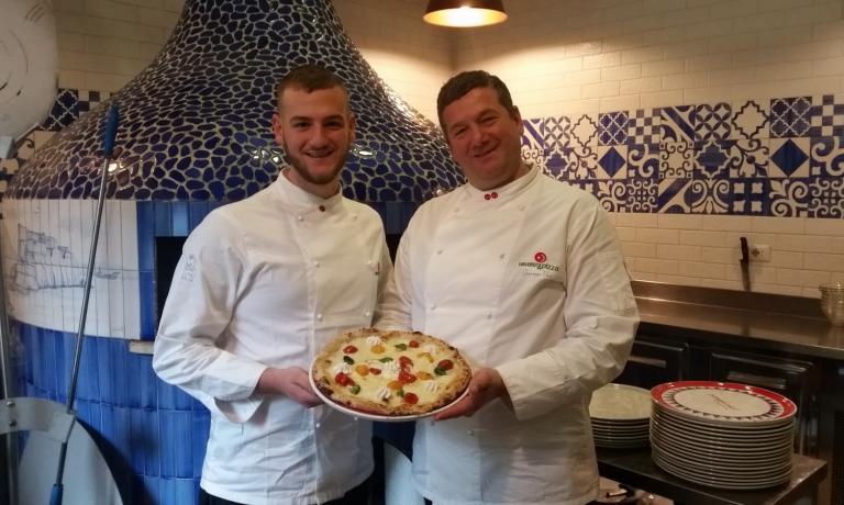 Tanti protagonisti della scuola napoletana a Identità di Pizza 2017. Tra loro, ancheGiuseppeeSimone Vesi, padre e figlio