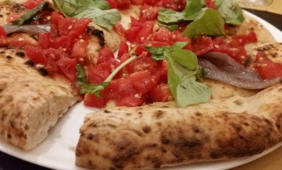 Tre nuove Pizze del Sole per i fratelli Salvo, di san Giorgio a Cremano (Na): le hanno presentate al Giulietta romano di Cristina Bowerman. Nella foto laMarinara fredda