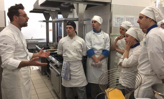 Bosco durante l'incontro con i ragazzi dell'Istituto Alberghiero di Amatrice