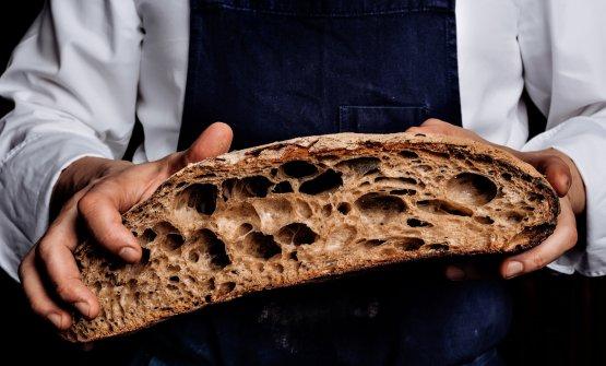 Nuova panificazione al The Stage: un pane tre le mani del sous chef Mario Adduci
