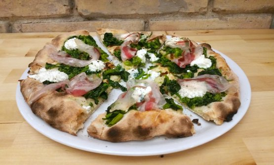 Pizza with broccoletti, pancetta from Cinta Senese pigs and ricotta