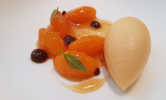 Dessert with peach nuances