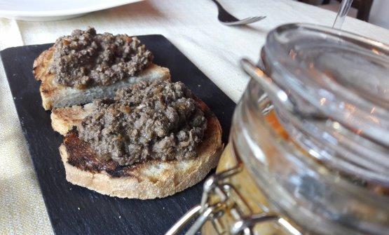 Crostino nero di fegatini sfumato al Vinsanto