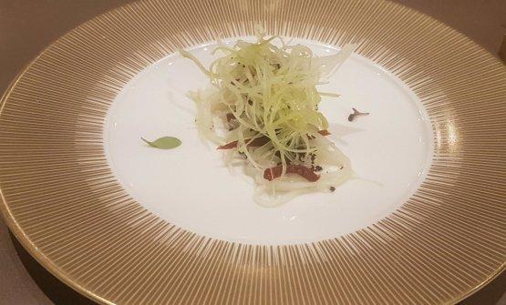 Calamaro, sedano ghiaccio, tapenade di olive nere, pomodorini secchi