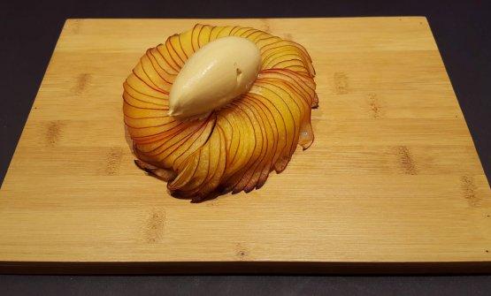 Torta di mele annurca del Vesuvio e gelato al caramello salato