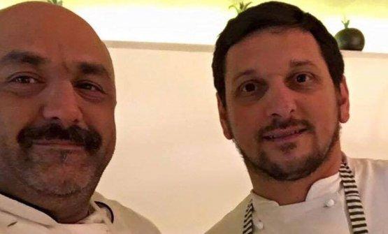 Francesco Costantino, 49 anni e Domenico Vicinanza, 39, rispettivamente patron e chef uscente dell'Osteria del Tagliodi Salerno città. Vicinanza ha appena lasciato l'insegna per un progetto meno impegnativo, che gli consenta di dedicare più tempoalla famiglia