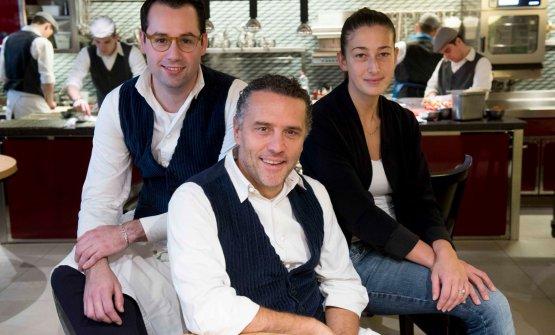 Perbellini con il sous chef Giacomo Sacchetto e Barbara Manoni, responsabile della sala