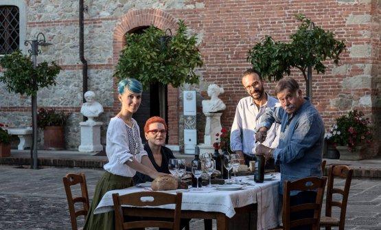 La famiglia Bosoni: da sinistra, Debora, mamma Antonella, Diego e papà Paolo