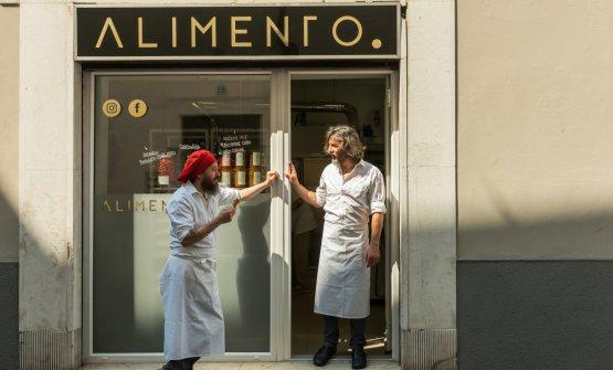 Michele Valotti eCesare Rizzinidavanti al loro Alimento, a Brescia