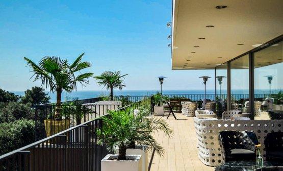 La vista dall'ultimo piano del Principe Forte dei Marmi. Davanti, il mare; alle spalle, il ristorante