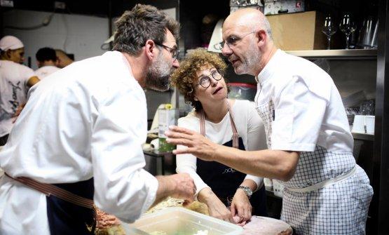 Una bellissima foto del confronto tra Renato Bosco e Franco Pepe; tra di loro Samantha Verzini, compagna del veronese e suo inseparabile braccio destro