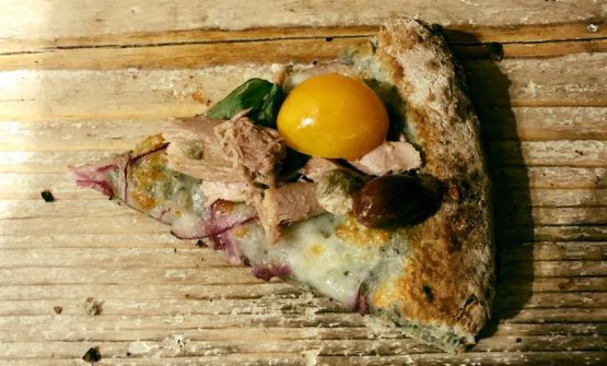 La pizzaMireadiAntonio Polzella: la nuova versione prevede un impasto conPetra 1, farina di alga spirulina e farina di mais Corvino