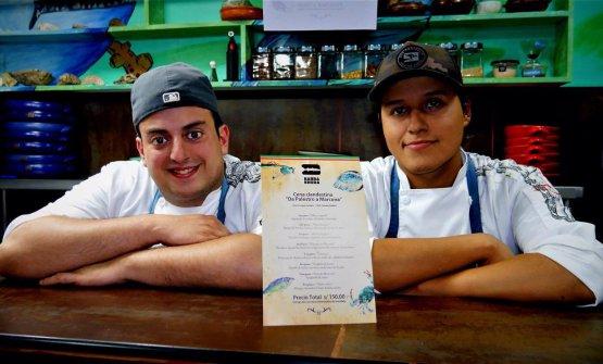 Simone, a sinistra, con l'amico e collega peruvianoEnrique Paredes Mizaico(foto Revista Miradas)
