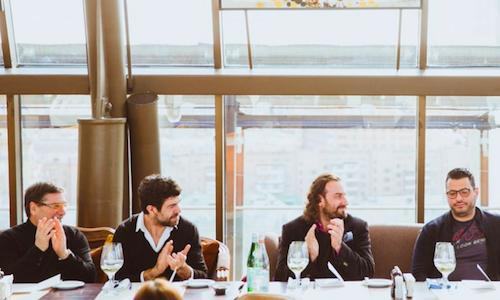 Parte della giuria, quasi interamente italiana, del concorso Russian young chef of the year 2014: da sinistra si riconoscono il cuoco�Nino Graziano, l'attore Pier Francesco Favino, i cuochi�Mirko Zago e Uilliam Lamberti, vere autorit� di cucina italiana a Mosca. Con loro, c'era Gabriele Zanatta per�Identit� (foto Silver Triangle)