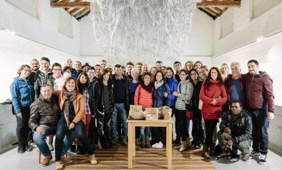 Foto ricordo di un ritrovo di tutto lo staff di Panificio Moderno: dei negozi di Rovereto, di Briciole, della caffetteria di Trento, della produzione