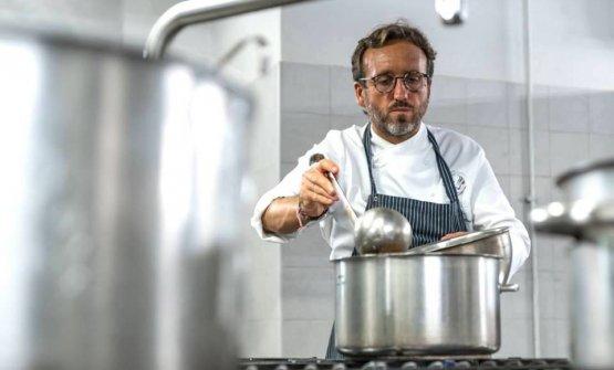 Emanuele Vallini è lo chef-patron de La Carabacci