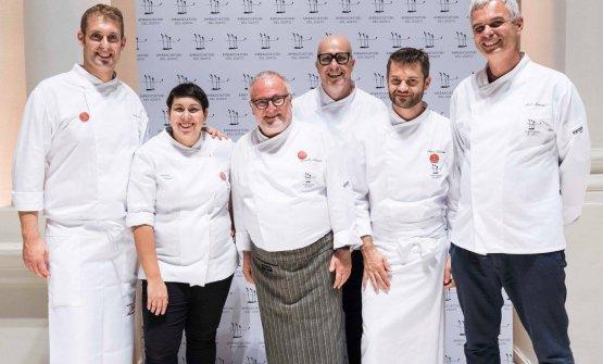 """I protagonisti di""""7 chef perAmatrice"""":Salvatore Salvo,Martina Caruso,Antonello Colonna,Paolo Brunelli,Enrico BartoliniePietro Leemann"""