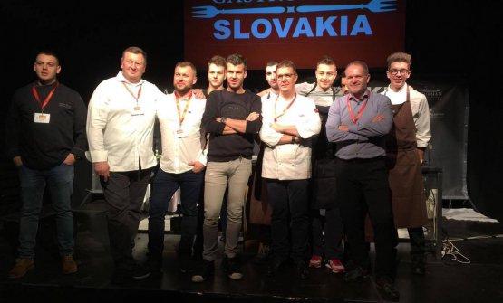 Alessandro Gilmozzi, al centro, è stato con Gert de Mangeleer, alla sua destra, tra i relatori diGastronomy Slovakia, ilcongressodi alta cucina in Slovacchia