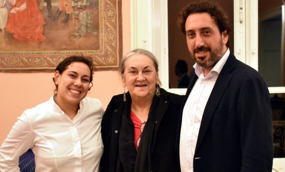Clara Rametta coi suoi due carusi, Martina e Luca, alla serata conclusiva dell'evento organizzato a Salina