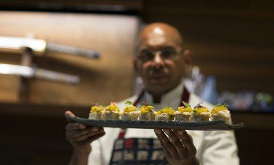 Priyan è nato in un piccolo villaggio dello Sri Lanka, ha abbandonato presto la carriera da criminologo per dedicarsi totalmente alla sua passione per la cucina, appresa nel corso dei suoi numerosi viaggi (dall'Asia alla Papua Nuova Guinea, da Bali alla Thailandia fino all'Europa). Gavetta a Tokyo sotto l'egida del maestroKan, poi il primo incarico da chef, alFour Seasonsdi Bali, nel 2000. Arrivato in Italia, ha lavorato per un breve periodo in diverse realtà milanesi per aprire in seguito il suo primoWicky'snel 2011, in via San Calocero, e spostarsi nel 2015 in corso Italia 6, luogo in cui oggi esprime al meglio la sua personalissima filosofia culinaria e di vita