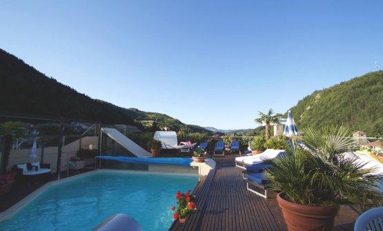 La piscina di acqua calda termale all'ultimo piano dell'hotel Tosco Romagnolo. Per fortuna in questa stagione è coperta...
