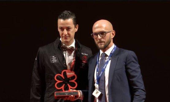 Andrea Salvatori premiato da Francesco Coppini di Coppini Arte Olearia