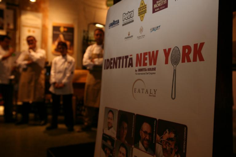 La locandina di Identità New York all'interno di Eataly