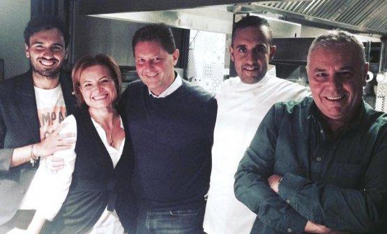 Emanuele Izzo, Lucia Di Somma, Luigi Salomone e Michele Izzo con il maggiorerappresentante di un'altra grande famiglia italiana, Chicco Cerea