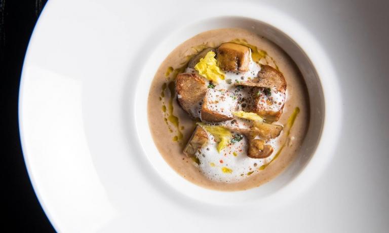 Vellutata di castagne con foie gras e bacon affumicato