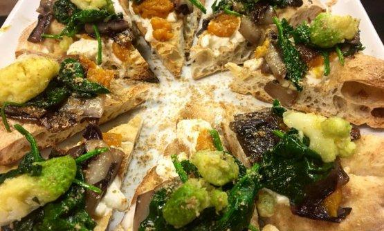 Pizza con verdure di stagione al Cuore Napoletano