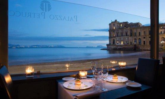 La bellissima vista da uno dei tavoli diPalazzo Petrucci a Villa Donn'Anna
