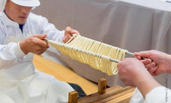 Preparazione artigianale dei Goto udon