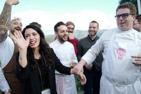 In primo pianoRossella Audino e Nino Rossi, rispettivamente sommelier e chef del ristorante Qafizdi Villa Rossi, sede dell'evento. E' loro l'idea della regia diPig Calabria(fotoGianluca Calisti)