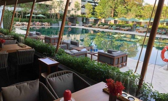 Laveranda del ristorante sulla piscina