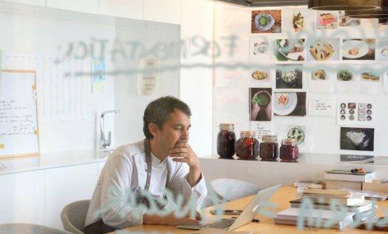 Olleros in his lab