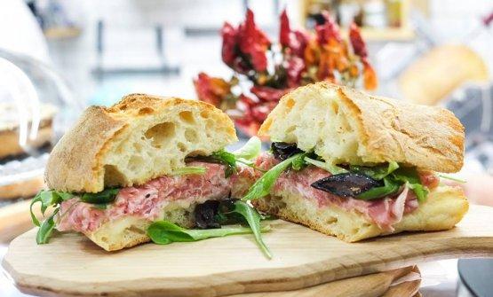 Un panino targato Unetto, l'insegna casual di Tony Lo Coco a Bagheria