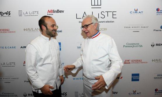 Tormolino premiato a Parigi da La Liste come Young Award, qui in foto con Alain Ducasse