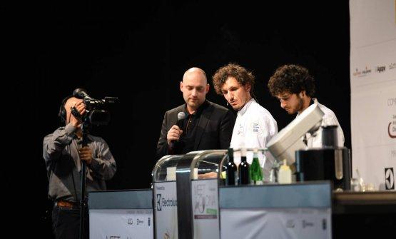 Di Pasquale sul palco di Meet in Cucina Abruzzo 2018 presentato dallo scrivente, Carlo Passera
