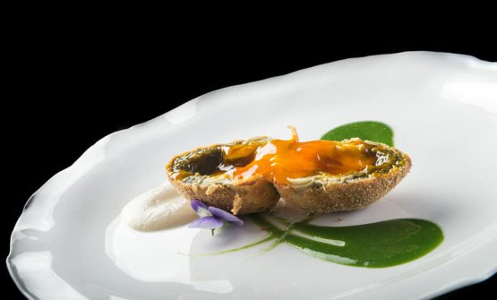 Uovo di carciofo, salsa di topinambur e gocce di mentuccia