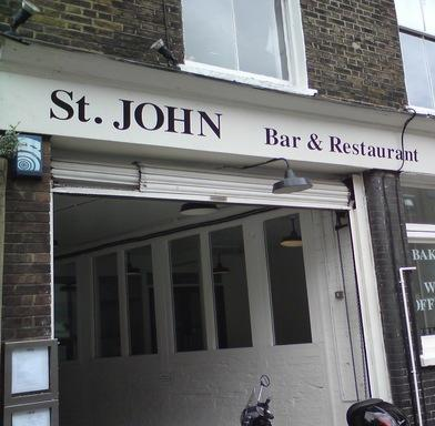 L\'ingresso di St. John a Londra, tempio della carne londinese