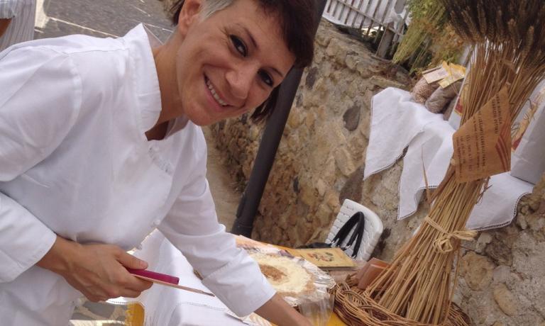 Roberta Pezzella del pastifio Bonci di Roma, mattatrice col suo pane a Siddi. Con lei c'era Fabrizio Fiorani, pasticciere di Heinz Beck