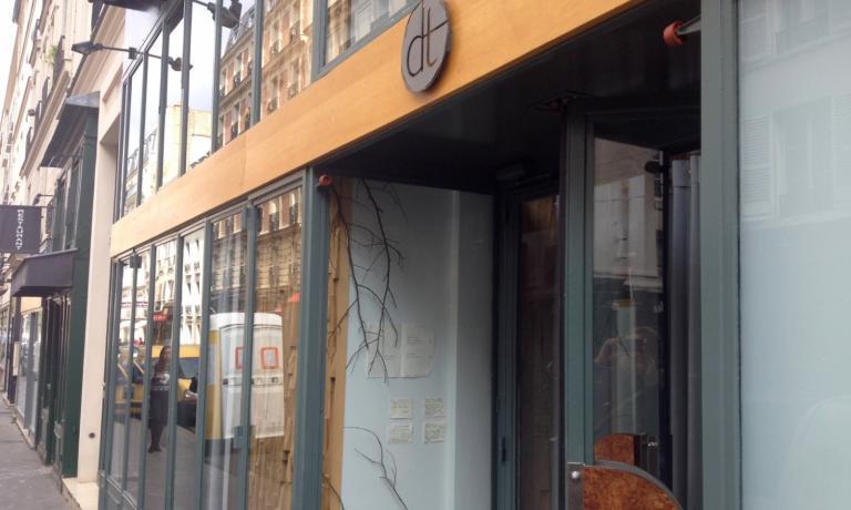L'ingresso del ristorante, a due passi dalla Senna, altezza Invalides, settimo arrondissment