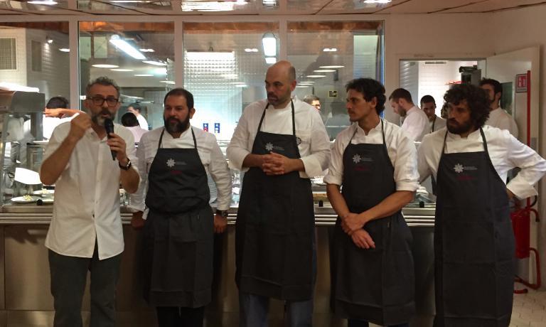 Gli chef della cena di ieri sera, al Refettorio Ambrosiano. Bottura al microfono con, da sinistra,Enrique Olvera, Carlos Garci�a, Rodolfo Guzma�n e Matias Perdomo