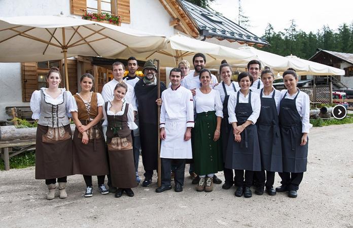 Foto di gruppo da Identità Cortina 2014. Al centro si riconosce Massimo Bottura