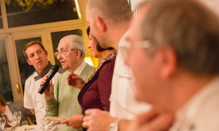 Gualtiero Marchesi, ospite della serata, accanto a Roberta Schira, che ha presentato la sua nuova fatica editoriale, La gioia del riordino in cucina