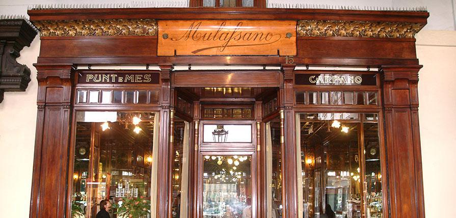 L'ingresso del Caffè Mulassano,(foto www.caffemulassano.com)