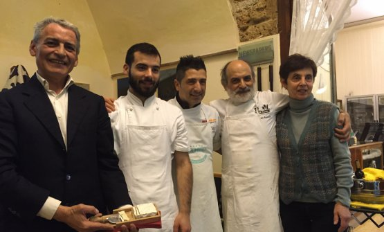 Carlo Assenza, primo da sinistra, in una foto di q