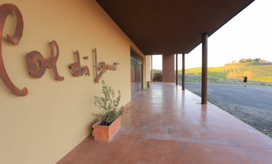 L'ingresso della cantina a Torrenieri