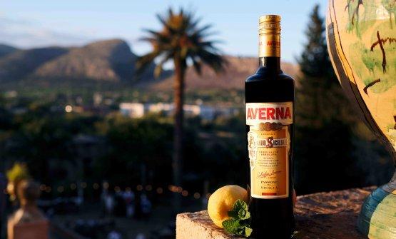 Dal 1868, l'Amaro Avernaracconta una storia che affonda le sue radici nella terra di Caltanissetta. La ricetta segreta è stata tramandata di generazione in generazione ed è diventata un classico del dopo pasto italiano