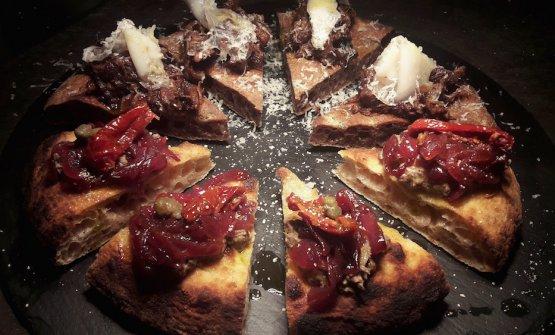 Patè di fegato di pollo toscano,cipolla caramellata, cappero di Pantelleria, pomodoro secco